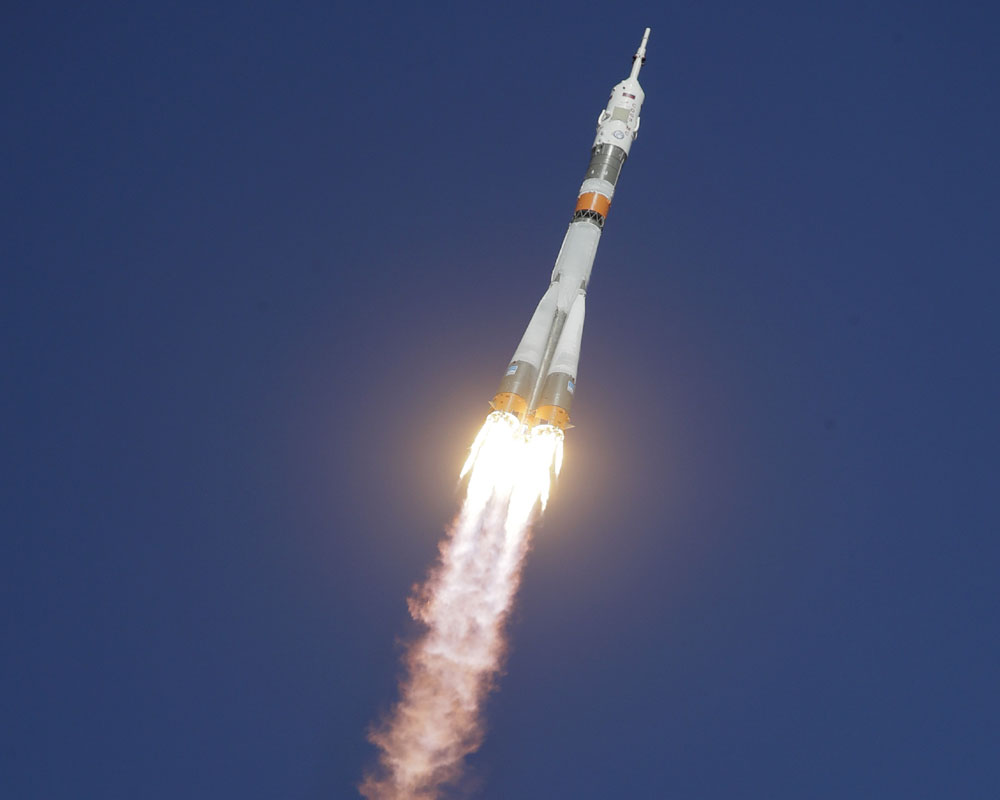 Astronauts safe after malfunctioning Soyuz rocket