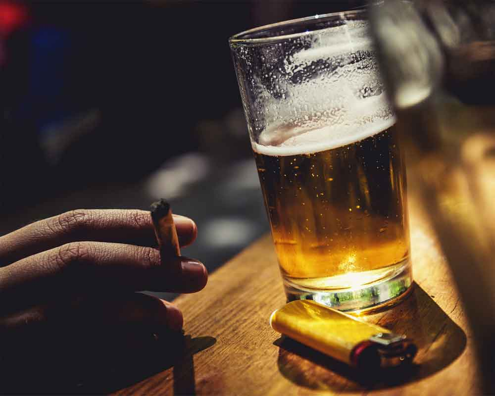 cutting down on alcohol may help quit smoking study