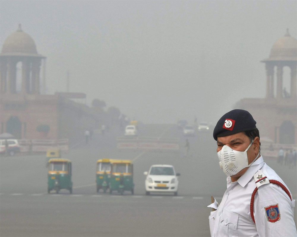 Delhi's air quality deteriorates, 6 areas record severe pollution