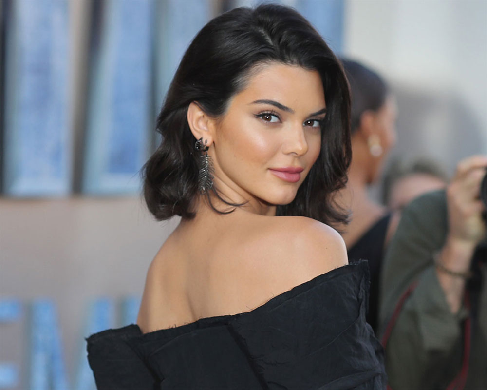 Kendall Jenner flies to Paris amid 'freak out' during NYFW