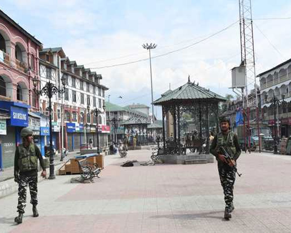 Security beefed up to foil sit-in by separatists, normal life hit in Srinagar