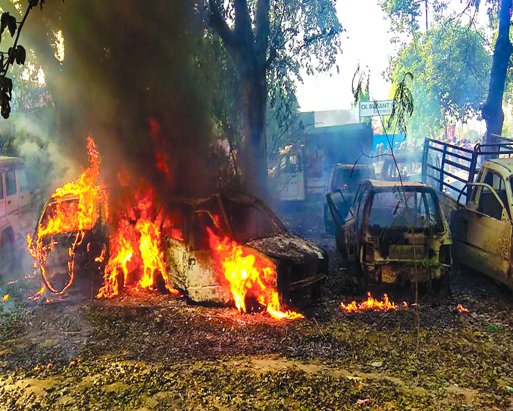 Violence in Bulandshahr over cow slaughter; cop who probed Akhlaq case among 2 dead