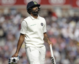 India 240/7 at lunch on Day 3