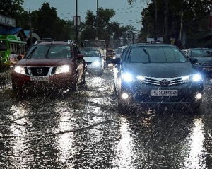 Light rains lash Delhi