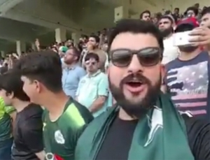 Pakistani man sings Indian national anthem at Indo-Pak match