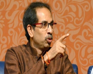 People need home delivery of aid, not of liquor: Uddhav