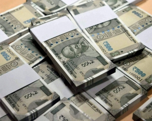 Rupee drops 29 paise to 72.49 against US dollar