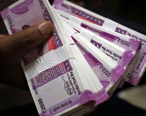 Rupee falls 47p to close at record low of 72.98 as crude oil rises