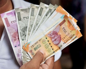 Rupee falls 50 paise to 70.08 against US dollar in early trade