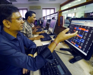 Stocks drop more than 1.3pc on liquidity, margins concerns; RIL, HDFC drag indices