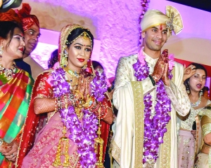 Tied in knots, Tej Pratap strains at leash to leave wife