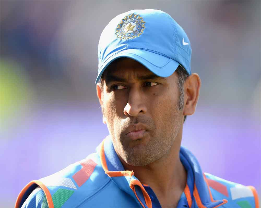 'Lightening quick' Dhoni shows his love for Indian flag