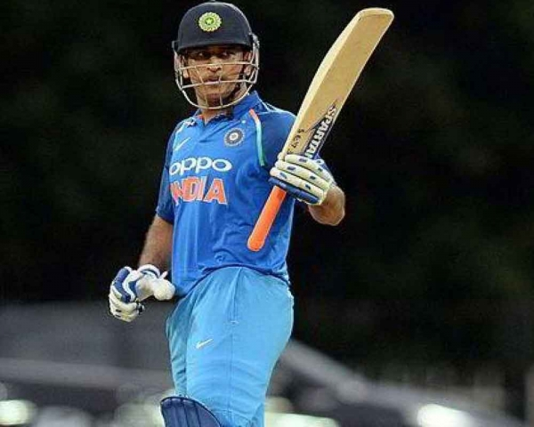 Tendulkar expects Dhoni to control the game from one end now