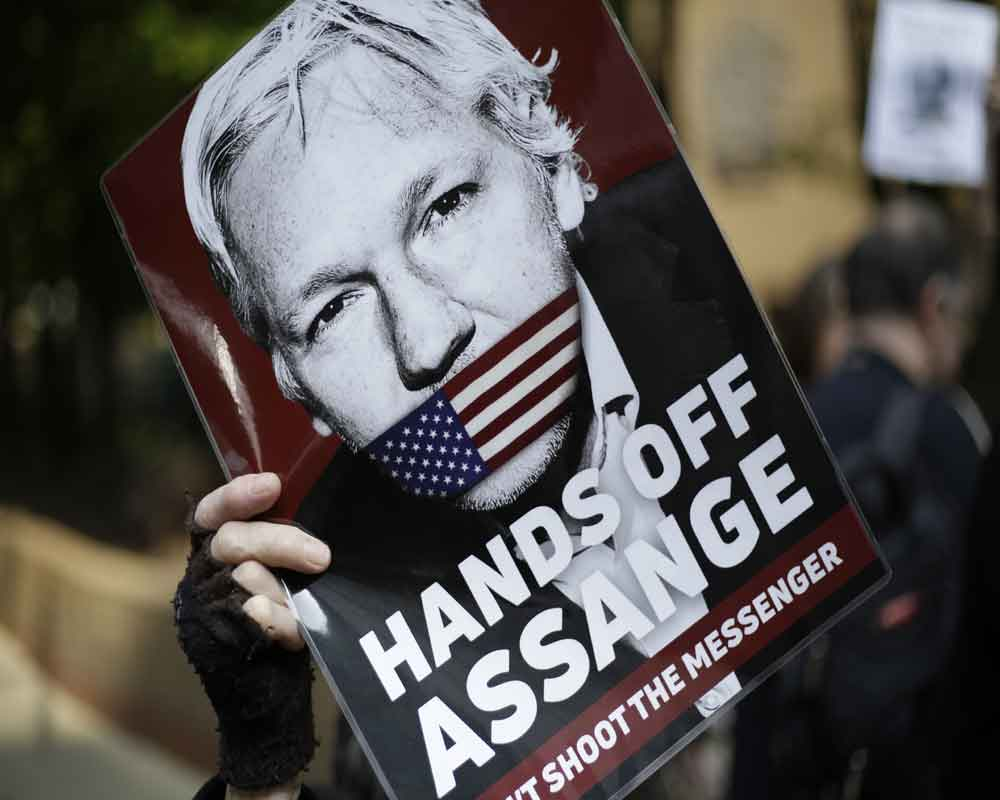 Assange lawyer says charges threaten journalists