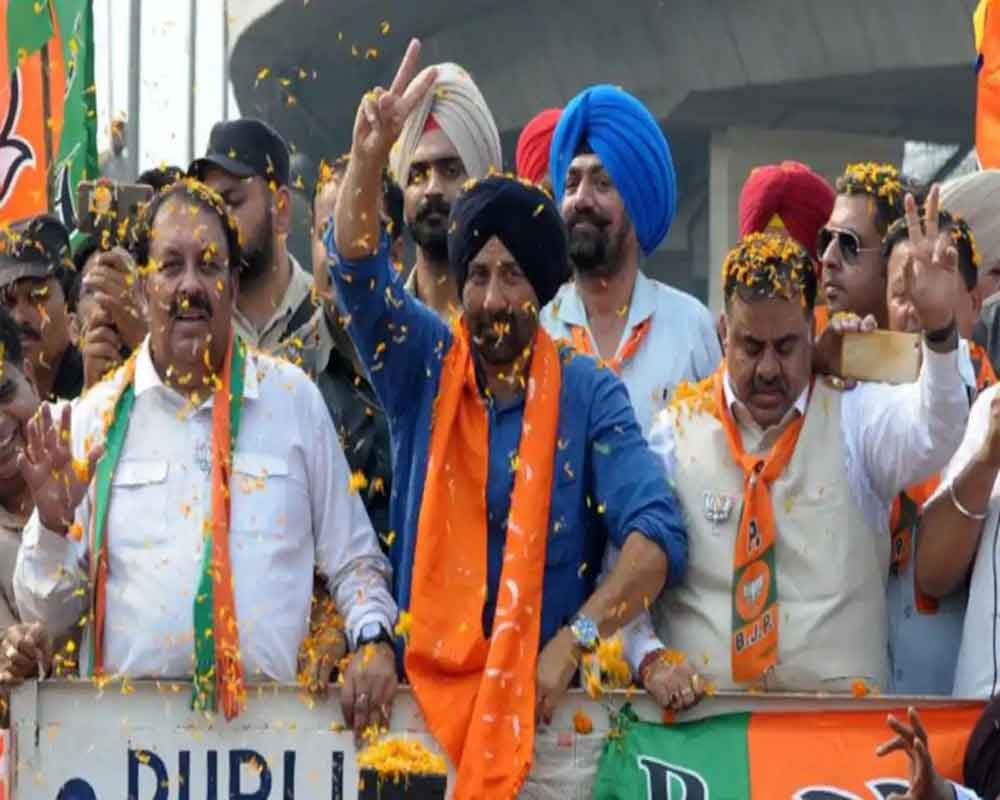 BJP's Sunny Deol leading in Gurdaspur, actor is happy with initial trends