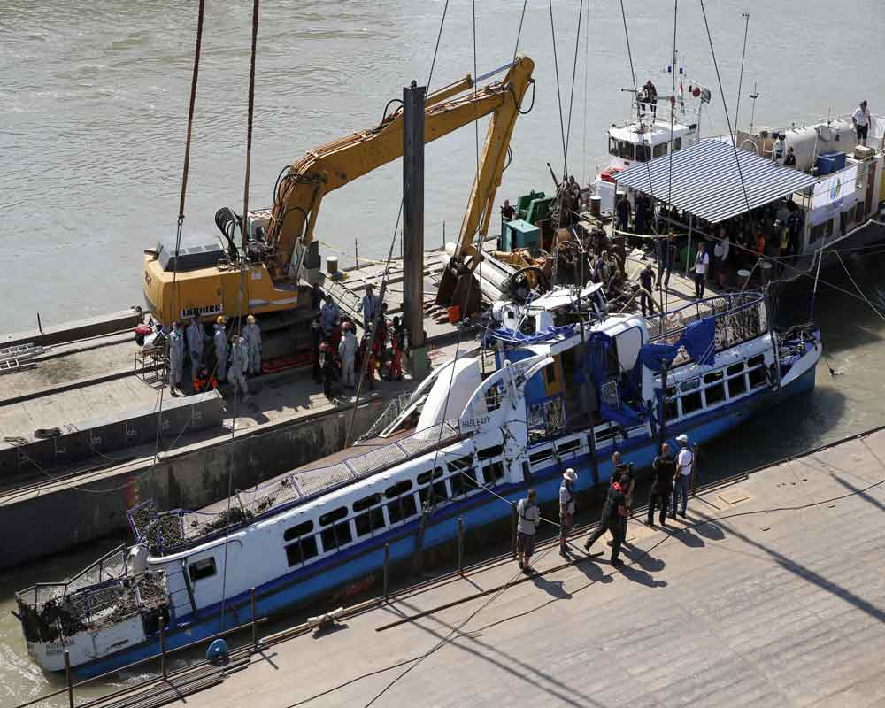 Crane lifts sunken tour boat out of Danube River
