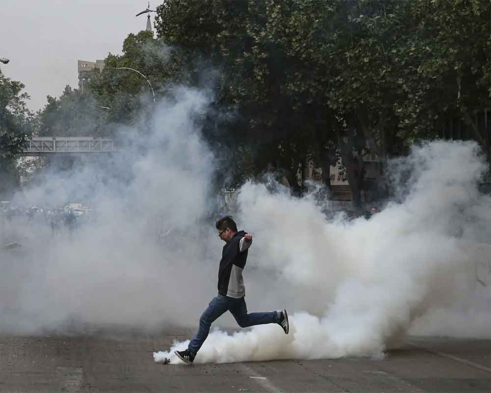 Curfew in Santiago after Chileans continue clashes with police
