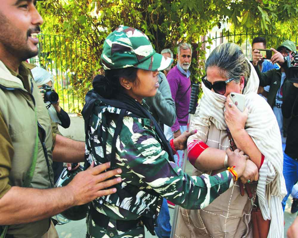 Farooq's sister, daughter detained for protest sans order