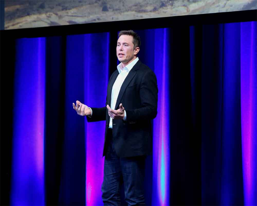 Musk unveils brain-on-a-chip, seeks human trials in 2020