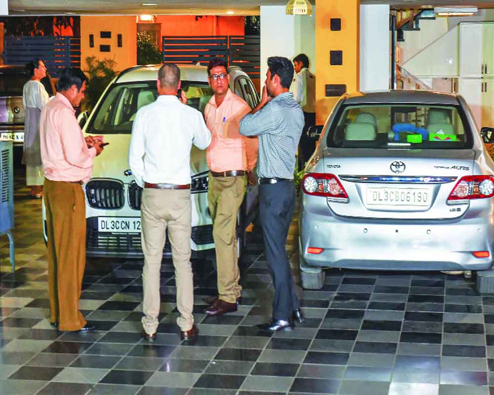 PC on run as CBI-ED give chase