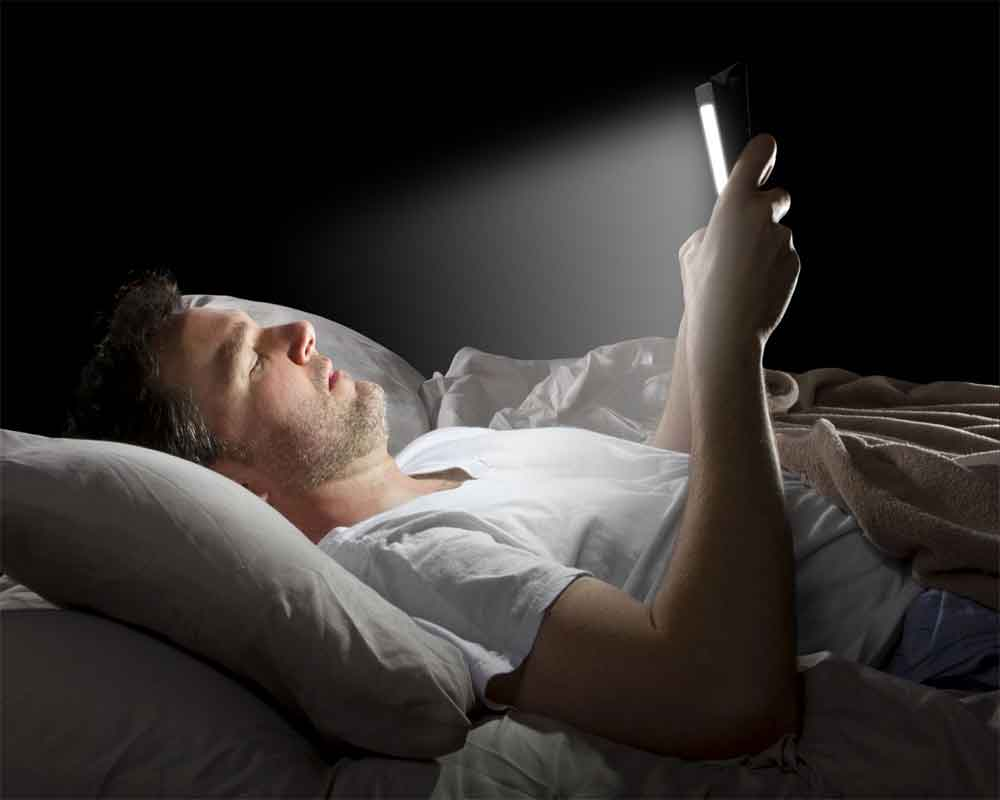 Image result for Limiting exposure to <a class='inner-topic-link' href='/search/topic?searchType=search&searchTerm=SAMSUNG' target='_blank' title='click here to read more about SAMSUNG'></div>mobile</a> in evening reverses sleep problems