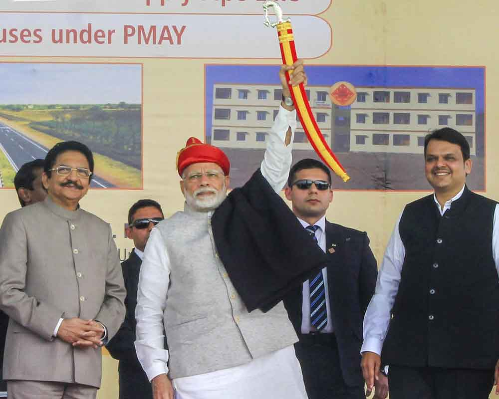 PM launches projects worth Rs 2,980 cr in Agra