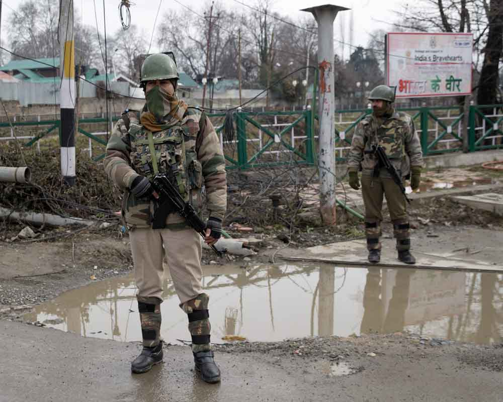 separatists backed strike hits normal life in kashmir on r day