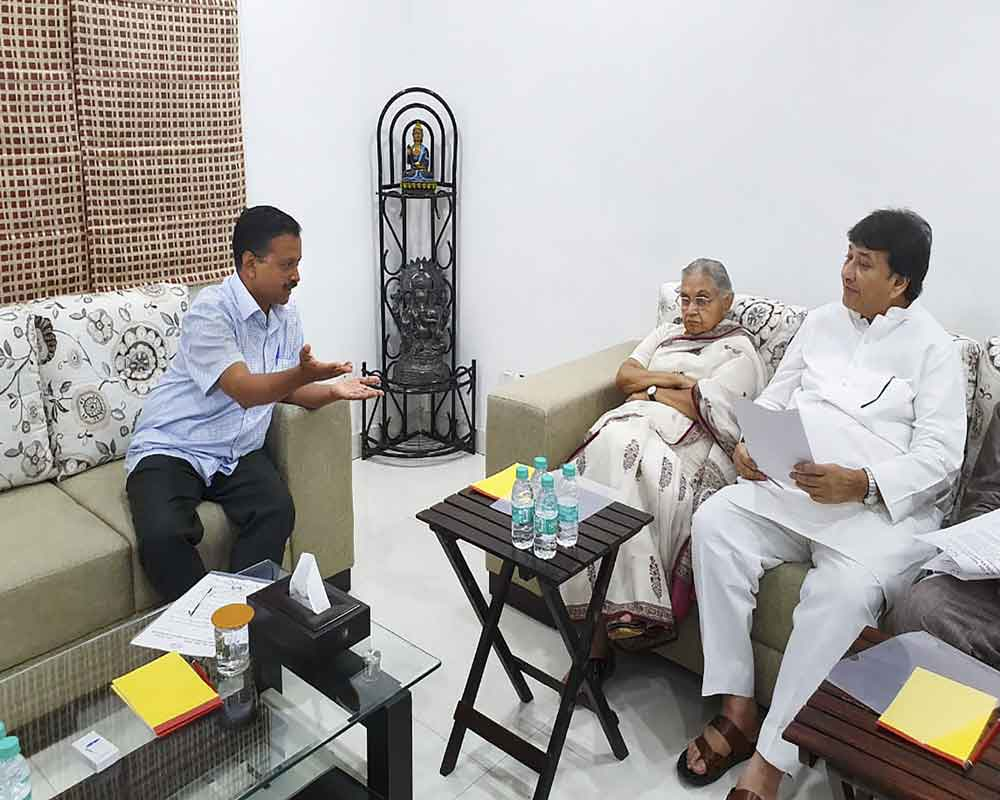 Sheila Dikshit meets Delhi CM, raises power and water supply-related issues