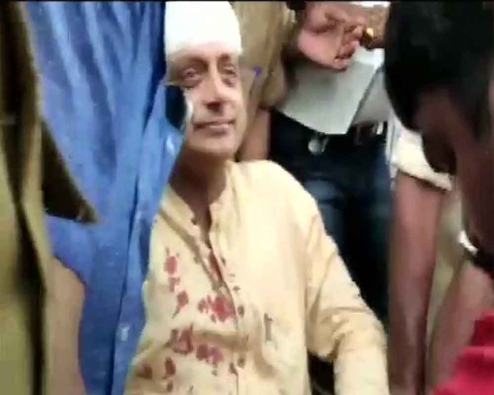 Tharoor sustains injuries while performing 'thulabharam' at Temple