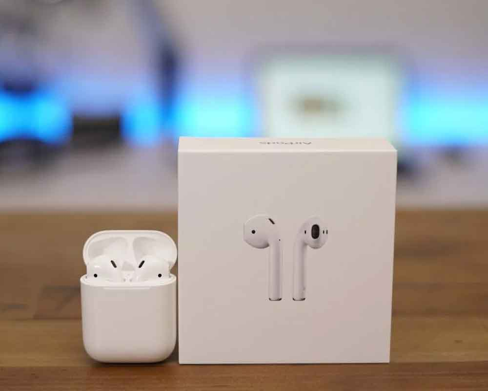 This feature in AirPods lets you eavesdrop on strangers' conversations
