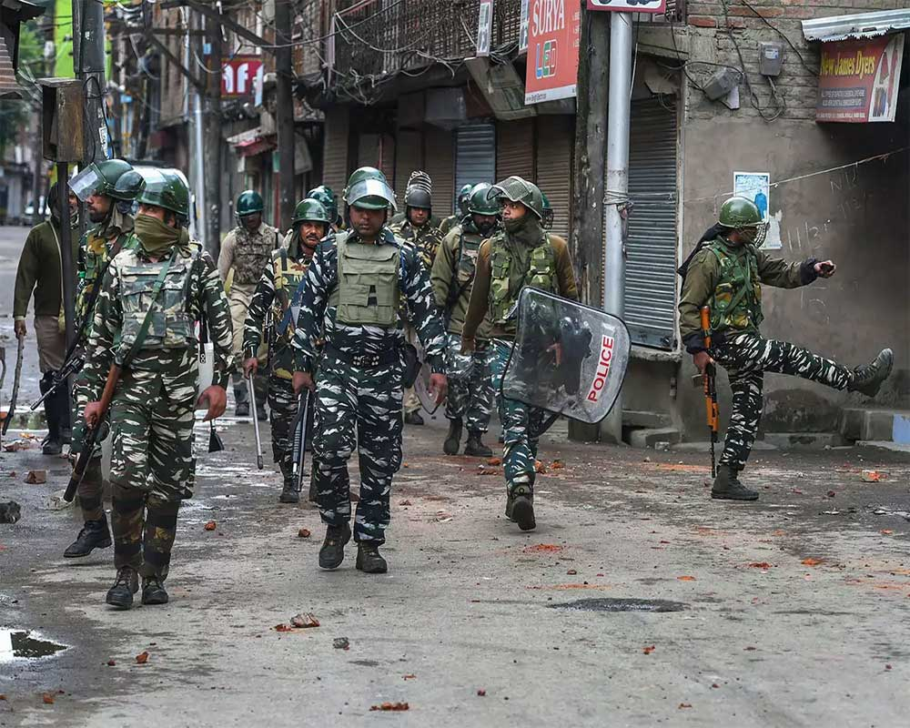 US working on two-prong strategy to ease Indo-Pak tensions over Kashmir issue: Senior officials