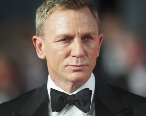 'Bond 25' delayed againLos Angeles