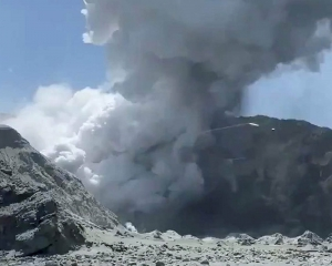 1 dead, others missing in eruption of New Zealand volcano