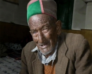 102-year-old voter casts ballot in Himachal