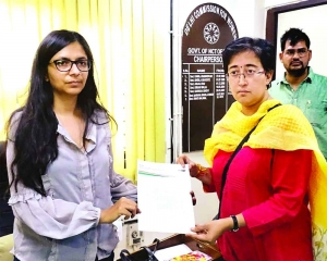 Atishi moves DCW, Gambhir vows to hang  self if charges proved