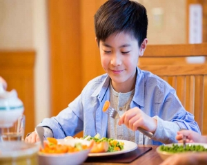 Chatting on food habits makes kids healthier: Study