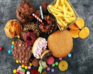 Comfort food leads to more weight gain during stress: Study