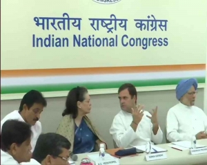 Cong Working Committee meets to review Lok Sabha poll debacle, Rahul may offer to quit