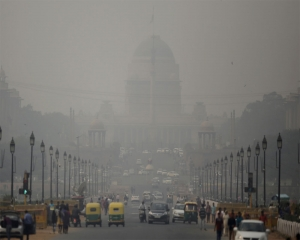 Delhi's air quality 'very poor', improvement predicted
