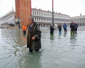 Devastated Venice braced for third major flood