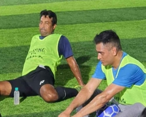 Dhoni, Paes spotted playing football together