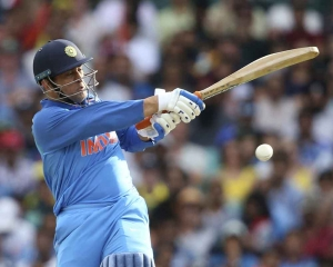 Dhoni becomes fifth Indian to breach 10k-run mark in ODIs