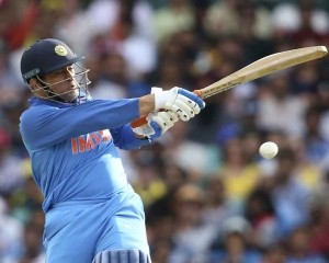 Dhoni's poor form a worry as India look to restore parity