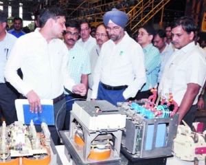 General Manager, North Raliway inspects electric loco shed