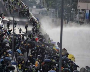 Hong Kong returns to violence with tear gas and Molotovs