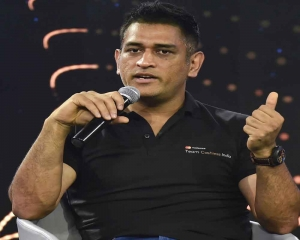 I too feel angry but have learnt to control emotions: Dhoni