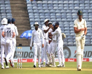 India close in on innings victory after reducing SA to 74/4 at lunch