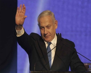 Israel election: Exit polls show Netanyahu behind main rival Gantz