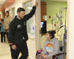 Justin Timberlake surprises cancer patients