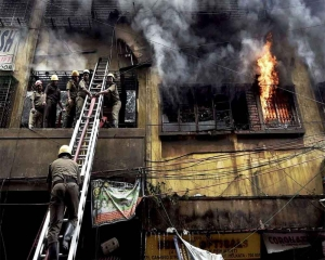 Massive fire at five-storey building in south Kolkata